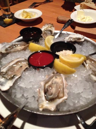 Fremont, كاليفورنيا: Oysters on the half-shell