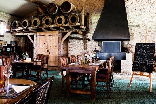 Monestier, Prancis: Pour un déjeuner ou dîner en intérieur, avec un bon feu de cheminée l'hiver pour une ambiance co