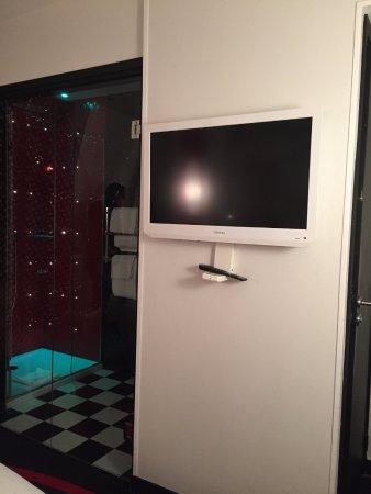 le coin télé - Picture of Platine Hotel, Paris - TripAdvisor