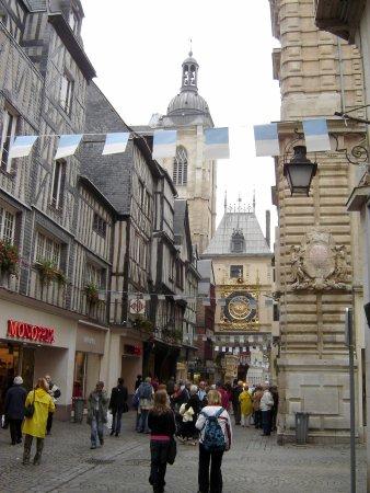 Rue du Gros-Horloge Rouen © Robert Bovington