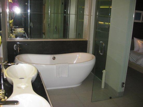 Swiss-Belinn Legian : bath