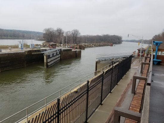 Ottawa, IL: Gates open. Barge & tug enter lock.water rises.boat leavez. Very cool