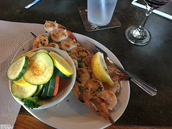 Kernersville, Karolina Północna: Shrimp Skewers with Margarita glaze and sautéed veggies