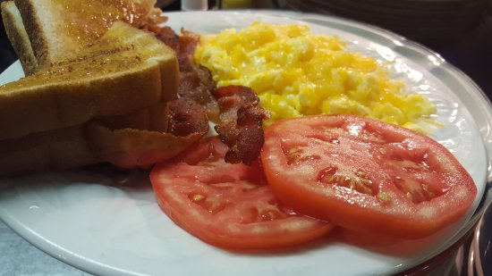 Kingsport, TN: Breakfast, tomatoes, bacon and toast