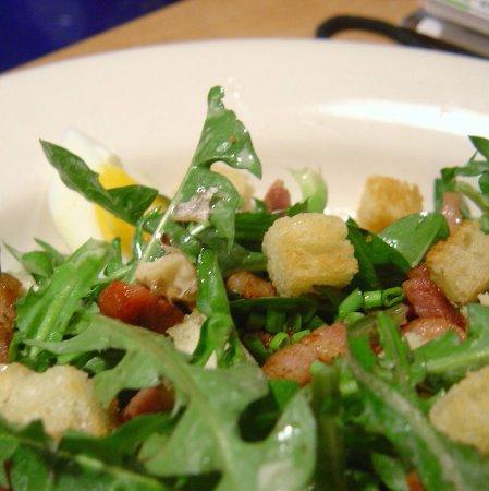 Saint-Maurice, Schweiz: Salade de dents de lion de la région