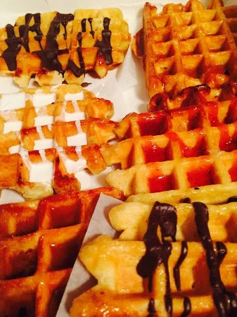 Long Beach, Нью-Йорк: Real Belgian Sugar Waffles served Hot n Fresh cooked to order!