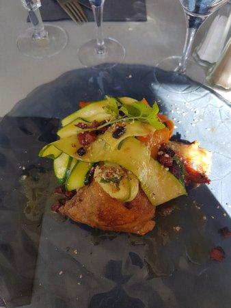 Labege, Frankrike: plat du jour mars 2017 poulet chorizo tagliatelles de légumes avec son écrasé de pommes de terre