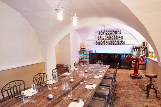 Rueschlikon, Sveits: Taverna Rosa mit Spezialitäten aus dem Tessin und der Lombardei