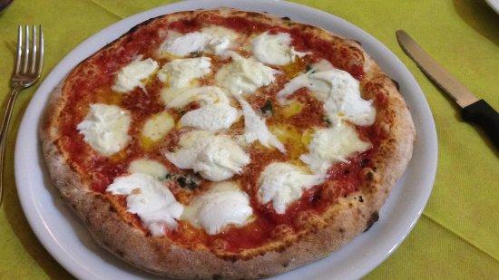 Capezzano Pianore, Italië: strabiliante pizza bufalina