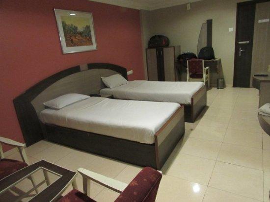 Hotel Apollo: Room view-03