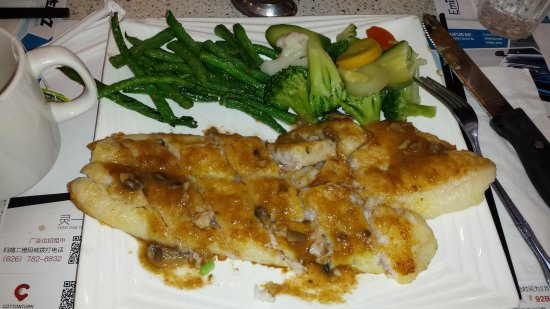 Monterey Park, Califórnia: Grilled Fish Fillet with Season Vegetable