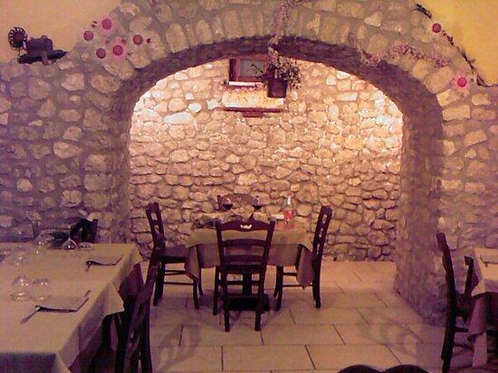 Orto di Virgilio: zona interna con cantina personale