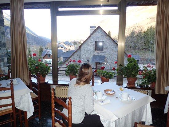 Salardu, Hiszpania: Desayuno con vistas al valle