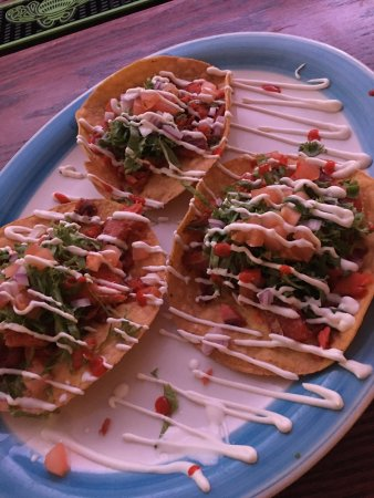 Arlington, SD: Great burgers and you must try the smoked salmon tostadas!!
