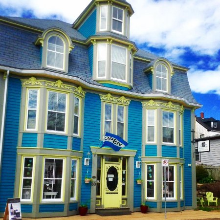 Lunenburg, Canadá: Fiore Botanica is located in the historic Morash building