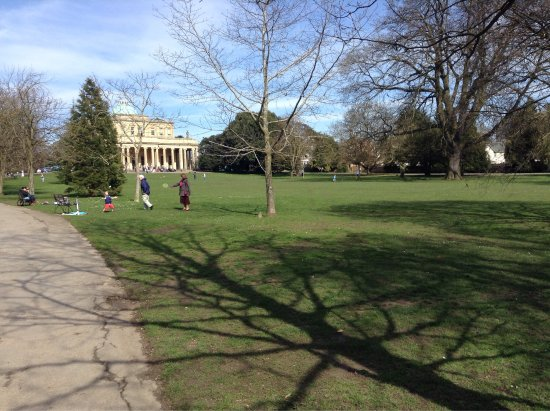 Pittville Pump Room: Sunny spring day