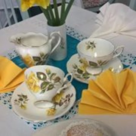 Cwmbran, UK: Our customers tell us that their tea tastes so much nicer out of beautiful bone china cups!