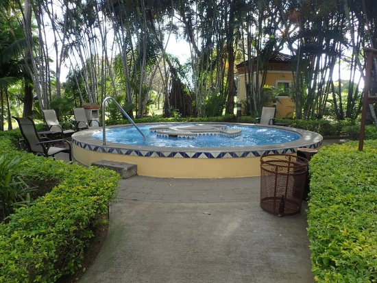 San Antonio De Belen, Costa Rica: Garden hot tub