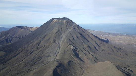 Tongariro National Park, New Zealand: le volcan Ngauruhoe: La montagne du Destin du Seigneur des Anneaux.