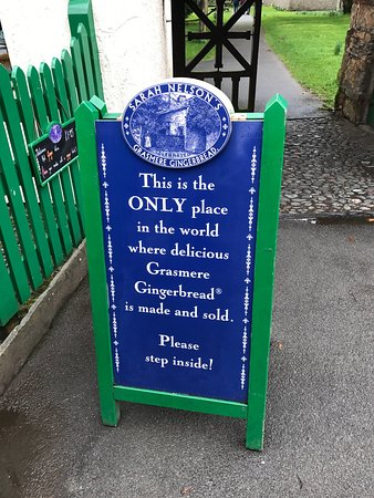 Grasmere, UK: Such a tiny little shop but the beautiful smell of gingerbread draws you in like a magnet. The t