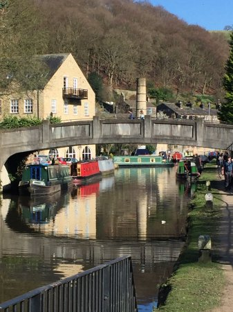 Hebden Bridge, UK: The canal Hebden
