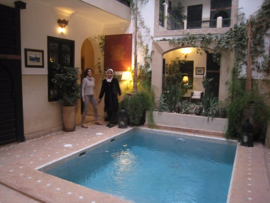 Riad Anjar: pool at entrance