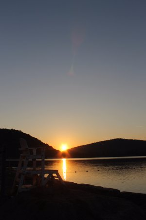 Salamanca, NY: Sunset from our Red House Beach near the Park Restaurant