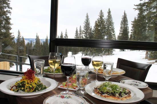 Snowmass Village, CO: Take off your boots and relax in Gwyn's.