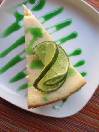 The Bonefish Grille at the Singing Sands Inn: Key Lime Cheesecake