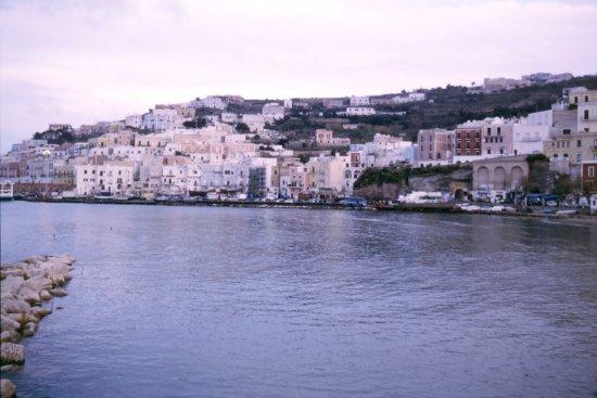 Gennarino a Mare: vista dalla camera sul porto