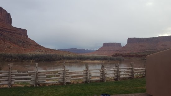 Red Cliffs Lodge: 20170323_080806_large.jpg