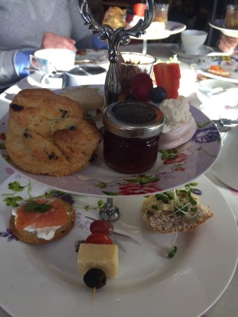Sedbergh, UK: Really lovely early Mother's Day afternoon tea. Unusual, gorgeous food and teas in a lovely sett