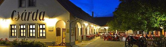 Sumeg, Hungria: Várcsárda étterem