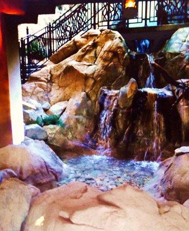 La Quinta, Califórnia: Awesome waterfall area