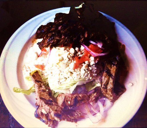La Quinta, CA: Delicious Wedge Salad with Grilled flank Steak