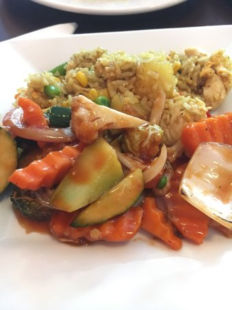 Caloundra, Australië: Sweet and Sour Vegetables with Pineapple Fried Rice.