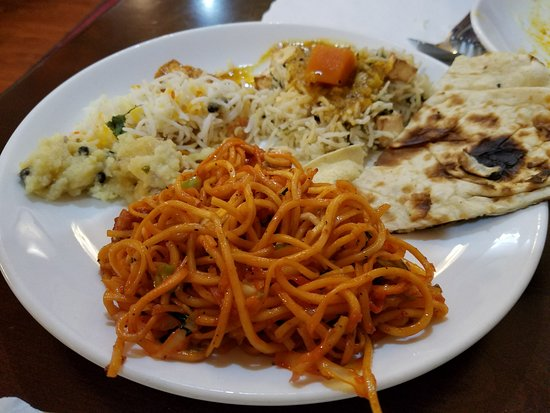Hicksville, NY: 3rd round...different rice dishes, hakka noodles and more naan! Slowing down but still enjoying