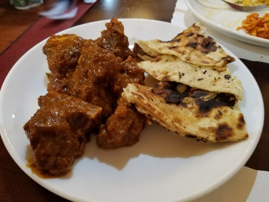 Hicksville, Nowy Jork: Had to get more mutton and naan...couldn't stop eating it! Oh so good!