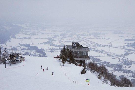 Ishiuchi Maruyama Ski Resort : Scenic view empty slopes