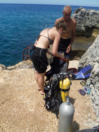 Dream Team Divers : setting up our gear