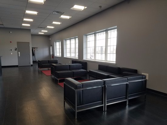 Bridgewater, NJ: Large lobby for your party's gathering