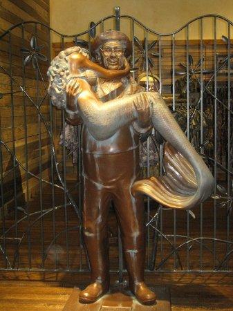 Tsawwassen, Canadá: Sculpture inside Uncle Bucks
