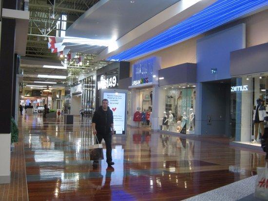 Tsawwassen, Canadá: Another section of mall