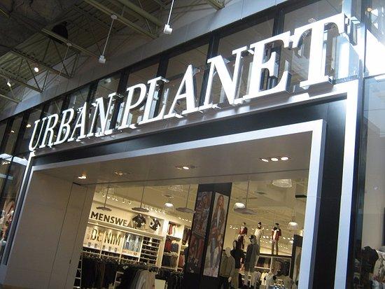 Tsawwassen, Canadá: Popular chain store in mall