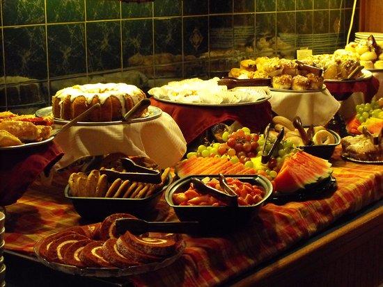 Grawn, MI: Breakfast Buffet