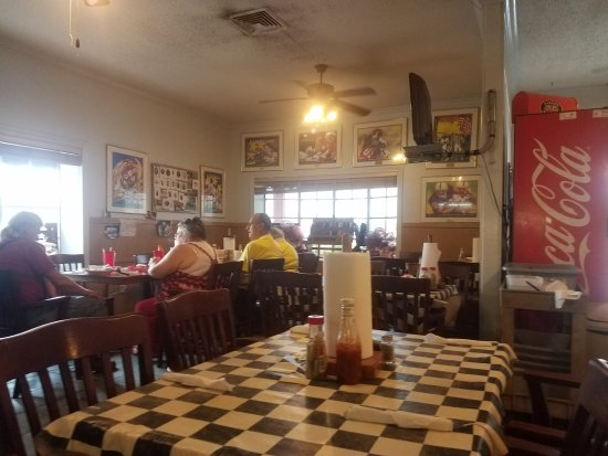 Bay Minette, AL: Lunch at Street's