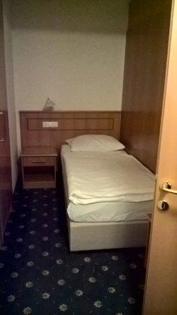 Hotel Jelovica Bled: односпальная кровать в двухкомнатном номере