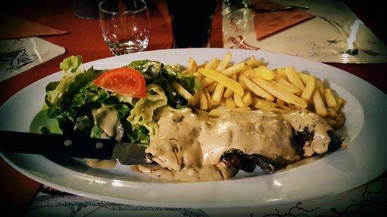 Saintes, Francia: Pavé de kangourou sauce foie gras