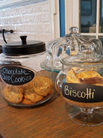 Great Barrington, MA: Homemade cookies always available