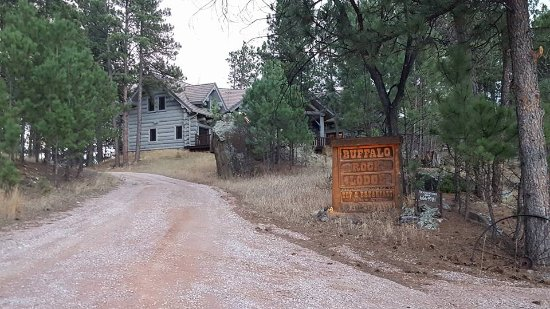 Buffalo Rock Lodge: Driveway entrance